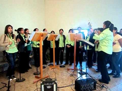 UNA LINDA CANCION. canto de comunion misa de niños.AVI