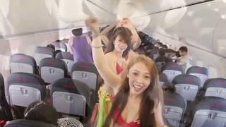 Tiếp viên VietJet mặc bikini trong vũ điệu hawai đến Singapore