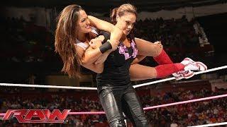 The Bella Twins & Eva Marie vs. AJ Lee, Tamina & Aksana: Raw, Nov. 4, 2013