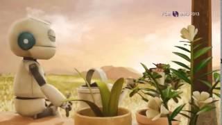 Video clip hay ý nghĩa về tình thương yêu của chú robot và người bà cảm động