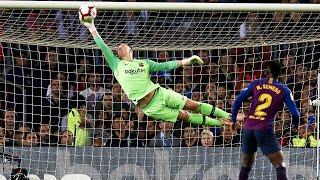 Fearless Goalkeeper - Amazing Saves