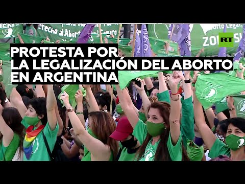 Manifestación tras el envío al Congreso de un proyecto de legalización del aborto en Argentina