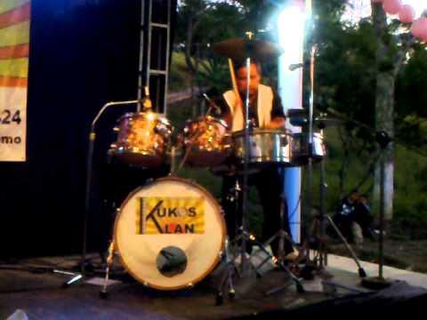 bailando de jalon con kukos klan.mp4