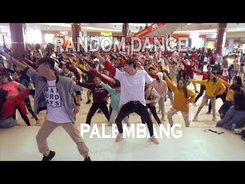 K-POP RANDOM DANCE DADAKAN DI OPI MALL, INDONESIA
