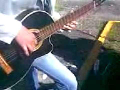 payaso del rodeo con guitarra alexader