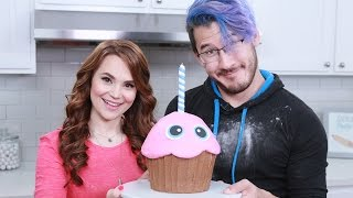 FIVE NIGHTS AT FREDDYS GIANT CHICA'S CUPCAKE ft Markiplier - NERDY NUMMIES