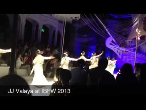 Fusion dance performance at JJ Valaya at India Bridal Fashi