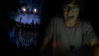 GRITEI DE SUSTO E MINHA MÃE BRIGOU (Five Nights at Freddy's 4)