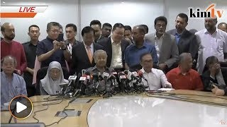 LIVE: Dr Mahathir holds press conference after Bersatu meeting