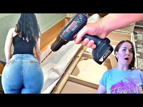 Девушка с огромной задницей сломала новую кровать! Простой способ как починить диван своими руками photo