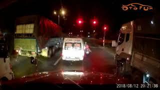 [OTOFUN] - Người đàn ông chở con đi đánh nhau với phụ xe khách