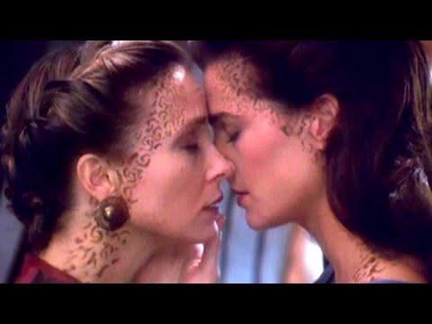 Џони Деп и Анџелина Џоли - филмски бакнежи кои им предизвикале проблеми на актерите во приватниот живот