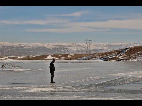 Karlıova'da sulama göleti buz tuttu