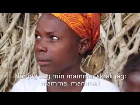 En familj återförenas efter en attack från Boko Haram i Kamerun