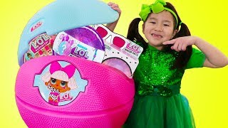 Jannie Pretend Play w/ Giant LOL Surprise Toys Haul