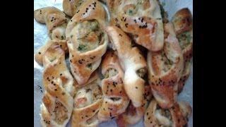 لفطور رمضان وصفة خبيزات بالطون مزينين بالحبة السوداء