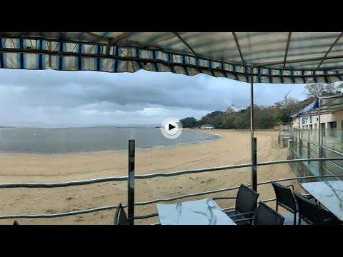 Amanecer bajo la lluvia y con vistas a la bahía