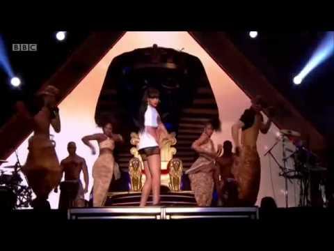 Rihanna Presentado 'Where Have You Been' en VIVO en Hackney music festival