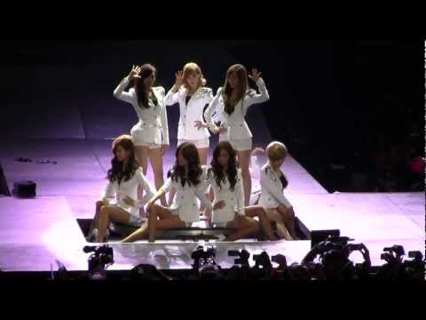 SMTown Live NY SNSD Girls Generation Tell Me Your Wish Genie [111023] [fancam]