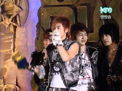 2005.11.27 - MKMF - DBSK Winning Daesang - everybody's crying