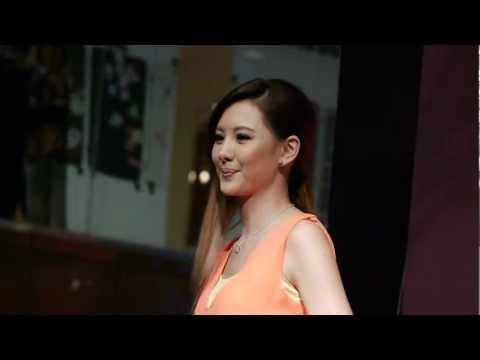 安心亞~ 我們都在等待 ~台中中友百貨簽唱會 2013/01/12 (2/4).MTS