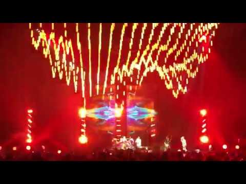 Red Hot Chili Peppers Live in St. Louis Jan 18th 2017 (Full Show)(Multi-Cam)(SBD audio)