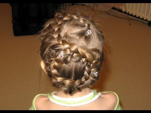 Новогодние детские причёски на длинные волосы. Фото №5
