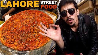 LARGEST DESI PIZZA (KATLAMMA) - PAKISTANI STREET FOOD TOUR OF WALLED CITY OF LAHORE