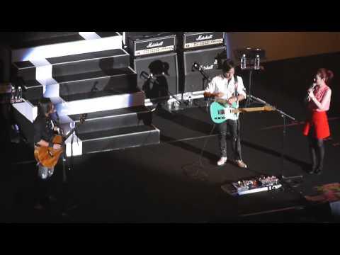 20130616 動力火車-莫忘初衷 繼續轉動演唱會-艾琳娜主播上台訪問全程