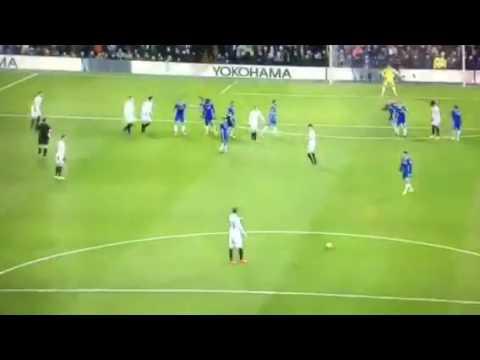 Chelsea 1-1 Swansea: Llorente cân bằng tỷ số