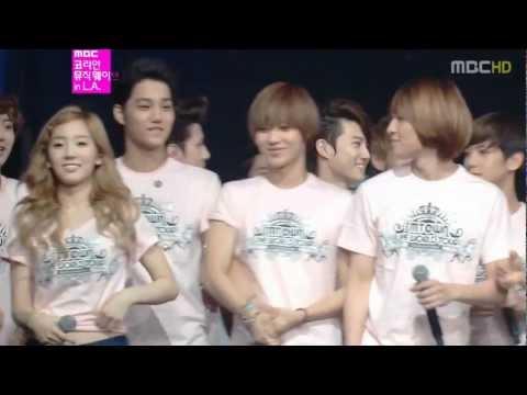 Baekhyun look at taeyeon always