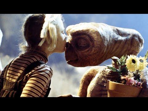 """Се сеќавате на филмот """"E.T.""""? Погледнете како изгледаат актерите денес"""