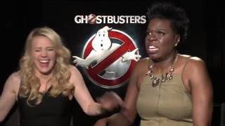 Ghostbusters interviews with Kate Mckinnon and Leslie Jones singing