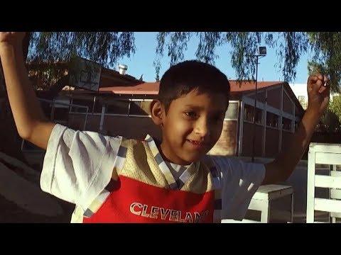 Tanzen lernen mit SOS-Kind Pablo Elliot aus Bolivien