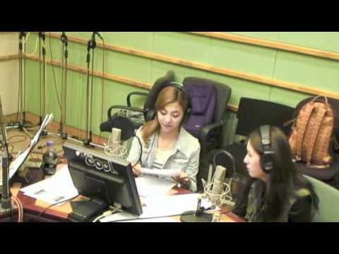 120619 Kiss the Radio - Krystal's Tummy Ache [Krystal + Luna]