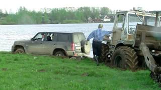 Трактор и Nissan Patrol