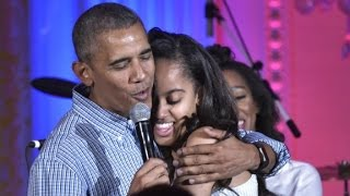 Obama sings 'Happy Birthday' to Malia