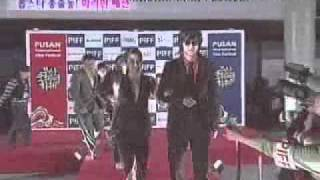 Kang Dong Won and Ha Ji Won on the red carpet