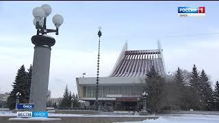 В Омске начали монтировать главную городскую ёлку