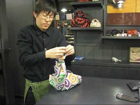 furoshiki comment faire un sac main avec un carr de. Black Bedroom Furniture Sets. Home Design Ideas