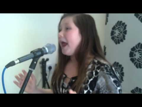 Baixar 11 year old Tia sings Proud (heather small) cover