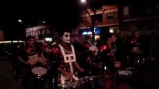 La comparsa Bamboleo en el desfile de la tamborada 2008