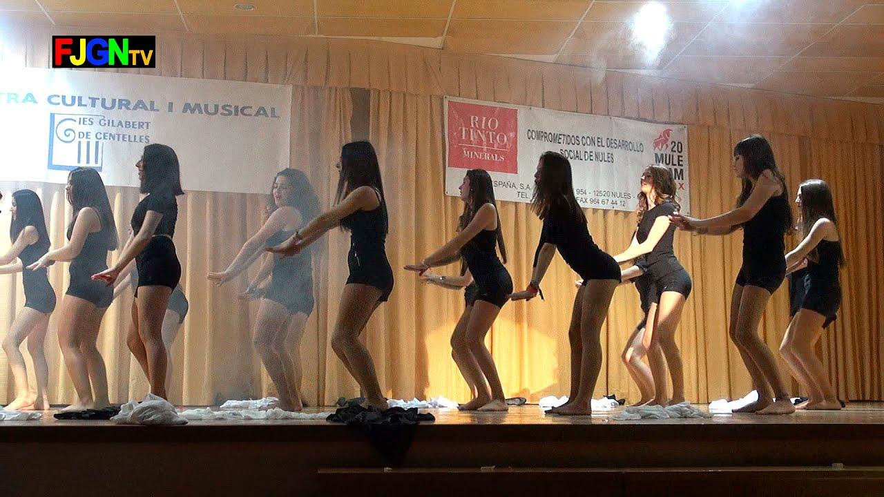 11. Sarandonga/Loca por un beso tuyo/Papi chulo (2º Bach Chicas) - XV Mostra musical i cultural IES Gilabert de Centelles 2015 Nules