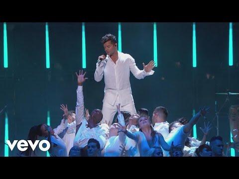 Ricky Martin - Vente Pa' Ca (Premio Lo Nuestro 2017)