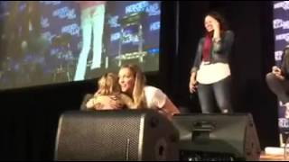 Little Girl meeting Katie Cassidy Willa Holland Caity Lotz Arrow Heroes & Villains Fan Fest 2016