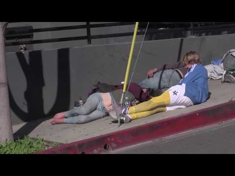 Justin Bieber Provides Food And Water And Chats With Homeless Couple On The Street In L.A.