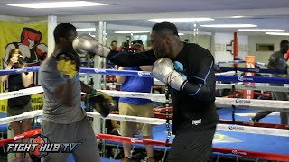 Deontay Wilder blasting combinations on the mitts! Complete Media workout video- Wilder vs Arreola