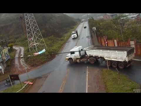 Vídeo: acidente no trevo de Saramenha em Ouro Preto - MG é registrado por câmera