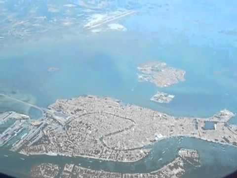 Venezia seen from an airplane - YouTube.mp4
