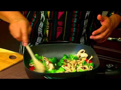 Azteca Food's Chef Gustavo Presents Cheese & Veggie Wraps!